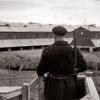 L'habillement du personnel de garde des centres de séjour surveillé et les insignes de grades