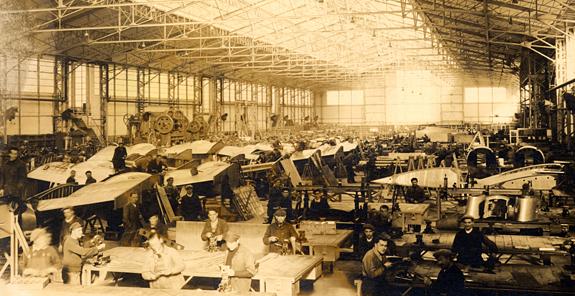 Atelier de fabrication à l'usine d'aviation de Déols, 1939.