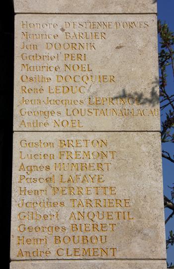 Pilier droit du Mémorial du Cherche-Midi, esplanade du Souvenir à Créteil.
