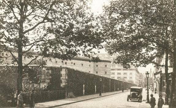 Prison de la Petite Roquette au début du siècle. Rue Merlin, Paris.