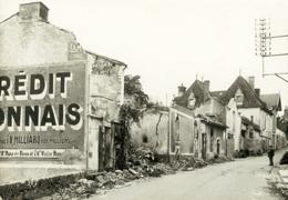 Rue du village en ruines de Mouleudier, 21 juin 1944.