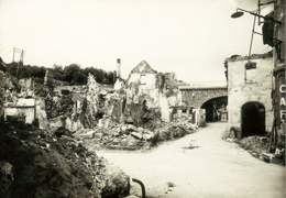 Village de Mouleydier, incendié par les Allemands le 21 juin 1944.