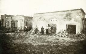 Maison incendiée à Mouleydier, juin 1944.