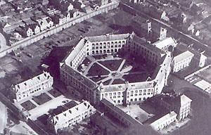 Vue aérienne de la prison pour femmes de Rennes.