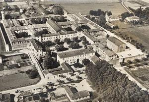 Vue aérienne de la Centrale d'Eysses vers 1950. Collection amicale d'Eysses.
