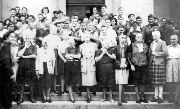 Groupe de femmes tondues à Bergerac en septembre 1944.
