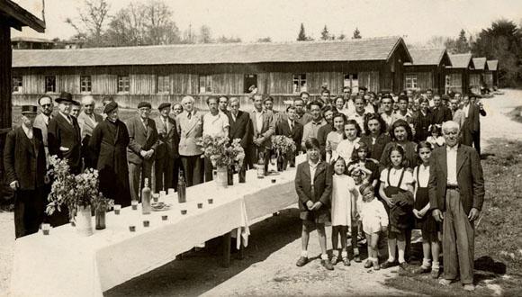 Cérémonie au camp de Masseube en présence des Espagnols en 1946 ou 1947.