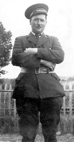 Léopold Larue, surveillant civil auxiliaire à la prison militaire de Mauzac.