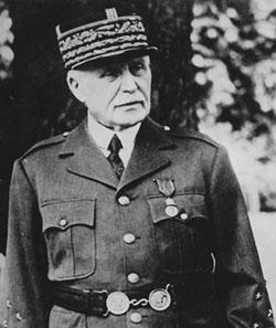 Philippe Pétain, maréchal de France, Chef de l'État français.