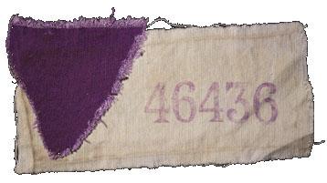 Triangle violet cousu sur une pièce d'étoffe que portait un témoin de Jéhovah prisonnier dans un camp de concentration allemand.