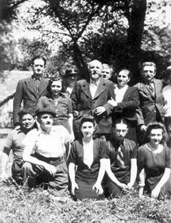 Camp du Sablou en Dordogne. Internés et leur famille en juillet 1940.