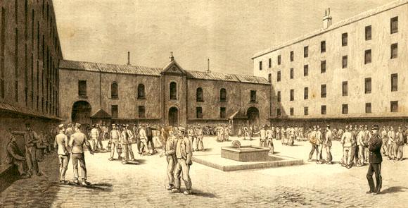 La cour centrale de la prison de la Grande Roquette à l'heure de la promenade des condamnés.