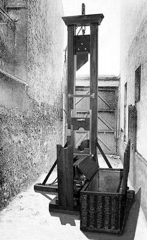 Guillotine de la prison de la Grande Roquette, remisée rue de la Folie-Régnault.