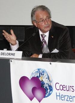 """Jean-Jacques Delorme, président de l'association """"Cœurs sans Frontières"""". Mémorial de Caen, 20 novembre 2010"""
