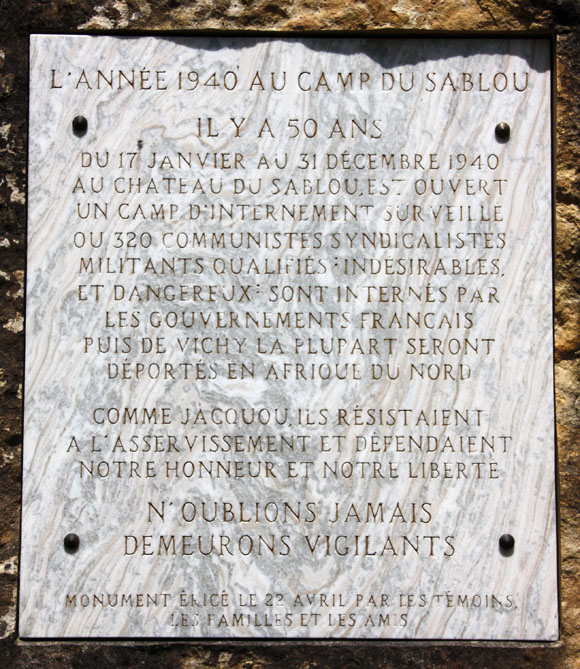 Plaque de la stèle commémorative du camp du Sablou, Fanlac, Dordogne