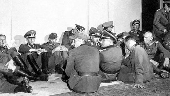 """L'état-major du """"Gross-Paris"""" fait prisonnier à l'Hotel Meurice."""