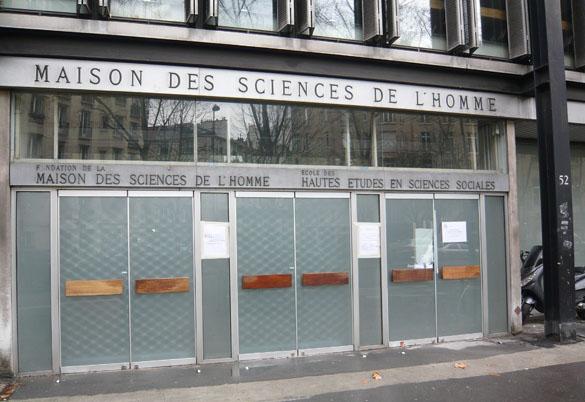 Entrée de la Maison des Sciences de l'Homme au 54 boulevard Raspail, Paris