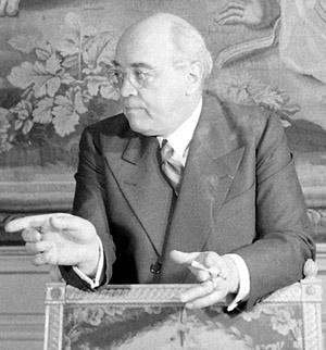 Albert Sarraut dans son bureau de ministre de l'Intérieur en juin 1938.