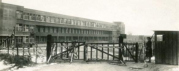 Entrée du Camp d'Aincourt (Val d'Oise), ancien sanatorium, camp pour indésirables.