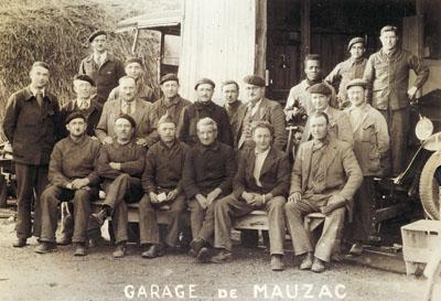 Personnel du garage de la Poudrerie de Mauzac, 1940.