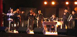 Le groupe URS KARPATZ sur scène à Lalinde (Dordogne), le 21 mai 2011.