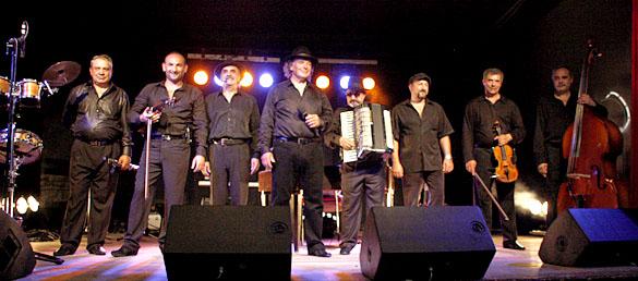 Les musiciens du groupe Urs Karpatz au moment du rappel, à Lalinde, le 21 mai 2011