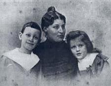 Lucie, épouse d'Alfred Dreyfus et leurs deux enfants, Pierre et Jeanne