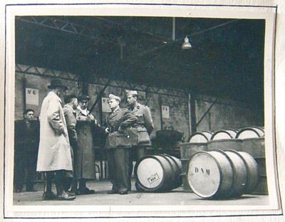 État-major de la 18e Région militaire réuni à l'usine des carburants.