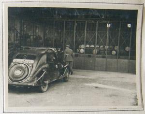 Entrée de l'usine de carburants, 18e Région militaire, Bordeaux, septembre 1944.