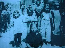 Camp des Alliers près d'Angoulême. Enfants tsiganes