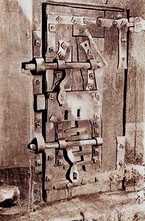 La porte d'un mitard à la Mal Coiffée, prison allemande de Moulins sur Allier.