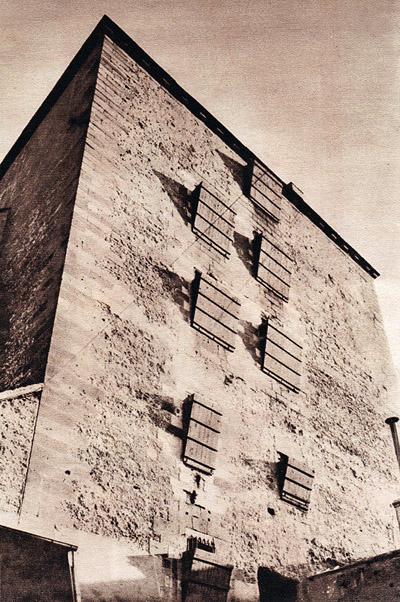 Façade nord du donjon donnant sur la cour d'entrée de la prison de Moulins sur Allier.