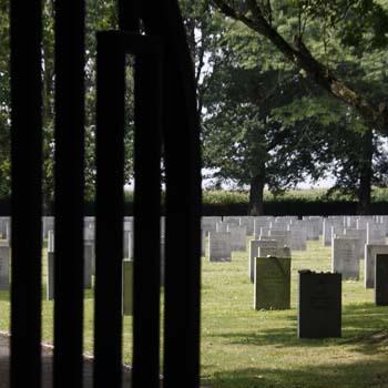 Porte d'entrée du cimetière du Camp de Gurs, photo Jacky tronel, août 2011.