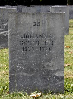 Stèle du cimetière du camp de Gurs : Johanna Gottlieb. Photo J. Tronel