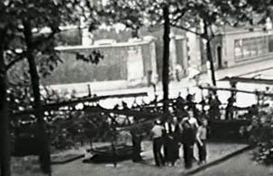 Barricade dressée le 24 août 1944, face à la prison militaire de Paris.