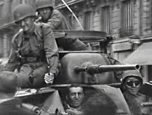 Boulevard Raspail, 26 août 1944. Char de la 2ème DB.