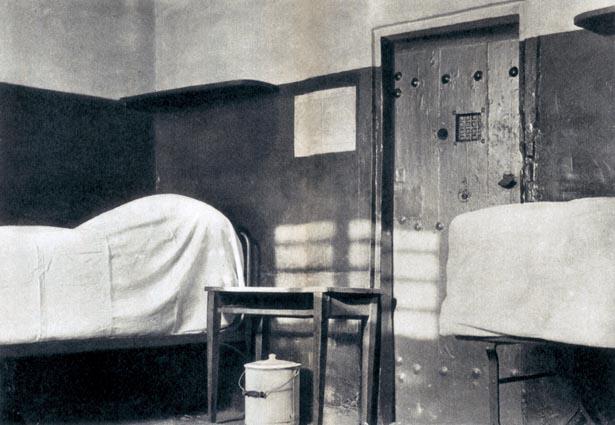 La cellule n° 13, cellule des condamnées à mort. Prison Saint-Lazare, 1935.