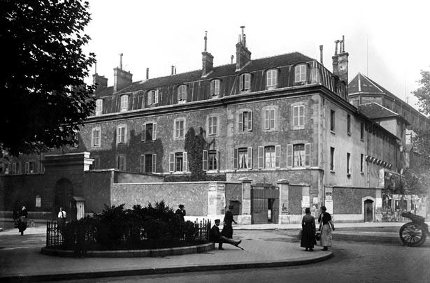 Prison militaire de Paris photographiée depuis le boulevard Raspail, le 12 septembre 1917. © Charles Lansiaux / CVP / DHAAP.