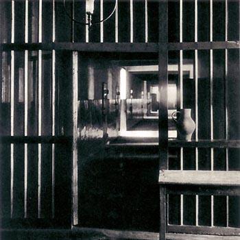 Prison de Saint-Lazare en 1940. Couloir sur lequel donnent les cellules des femmes