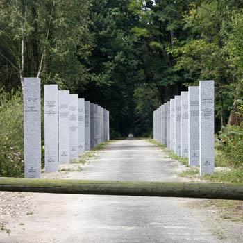 L'allée des internée du camp de Gurs, Mémorial inauguré le 23 octobre 2011.