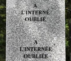 """27e stèle de l'Allée des Internés du Camp de Gurs : """"A l'interné oublié - A l'internée oubliée"""""""
