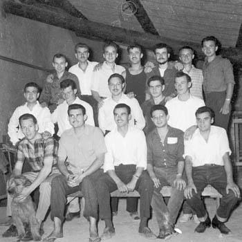 Groupe d'objecteurs témoins de Jéhovah détenus au centre pénitentiaire de Mauzac (Dordogne), 1963