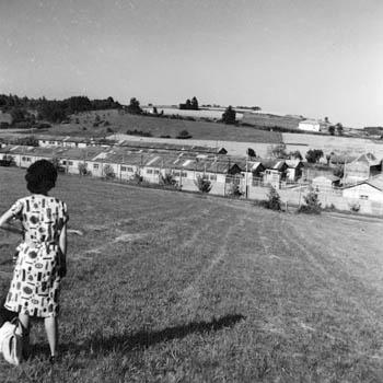 Vue générale du camp Nord du centre pénitentiaire de Mauzac, 1963, alors centre de rassemblement des condamnés objecteurs de conscience
