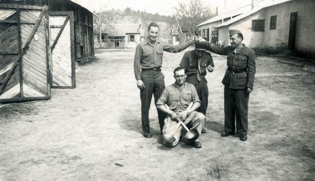 Au siège de la 415e compagnie de garde des prisonniers de guerre du dépôt n°125 de Brantôme en mai 1946.