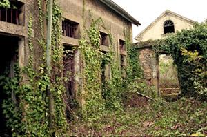 Cellules disciplinaires de la Caserne Chanzy à Bergerac, photo Jacky Tronel, 2004.