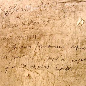 """Graffiti de la Caserne Chanzy de Bergerac. """"Je suis prisonnier depuis 21 jours…"""" 1944"""