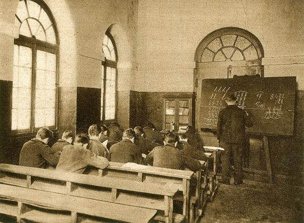 L'école des illettrés de la Petite Roquette en 1929.