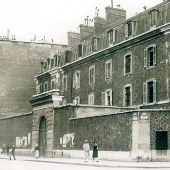 Prison militaire de Paris, angle de la rue du Cherche-Midi et du boulevard Raspail.