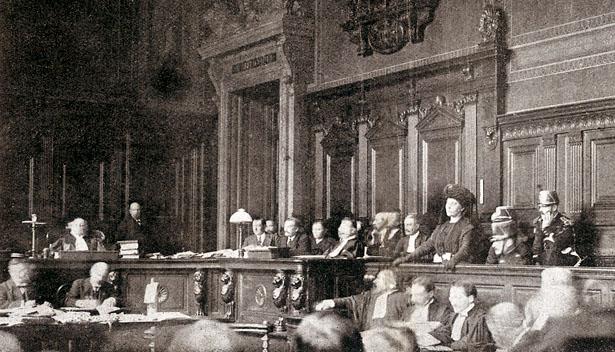 Marguerite Steinheil, devant la cour d'assises de la Seine, en novembre 1909.