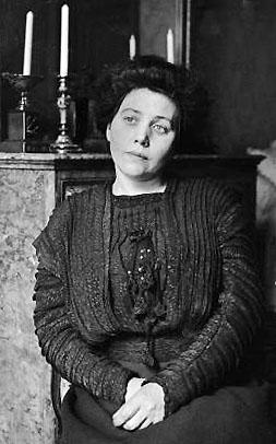 Marguerite Jeanne Japy, épouse Steinheil, inculpée de complicité de meurtres et écrouée à la prison Saint-Lazare